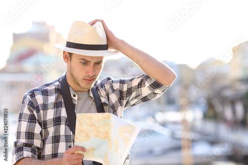 Fototapeta Lost tourist consulting guide in a coast town obraz