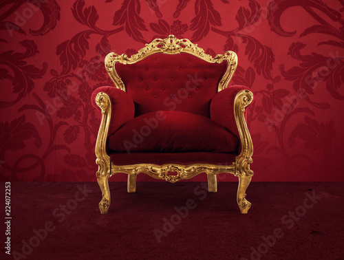 Fotografía Red and gold luxury armchair into an old room