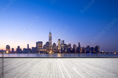 Stampa su Tela  empty floor with modern cityscape in new york