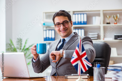 Fotografía Businessman with British flag in the office