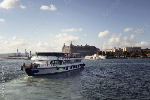 Fotografía  View of public ferry boats, Bosphorus, historical old train station on the Asian side of Istanbul