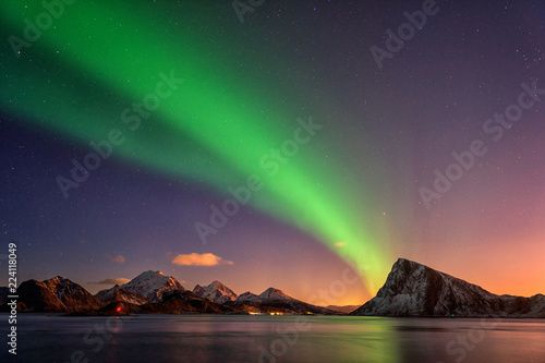 Photo sur Aluminium Aurore polaire Northern lights, Aurora borealis in Lofoten islands, Norway. Night winter landscape with polar lights and beautiful starry sky