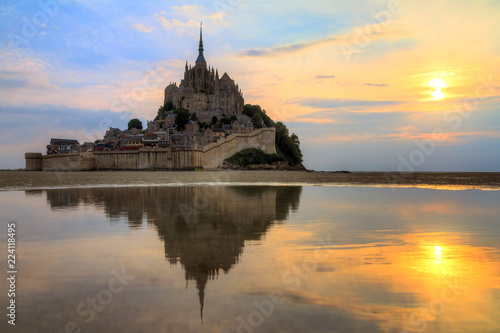Fotografía  Beautiful view of historic landmark Le Mont Saint-Michel in Normandy, France, a