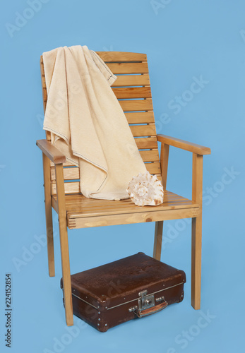 Poster Akt chaise longue and a suitcase on a blue background, a composition about a rest