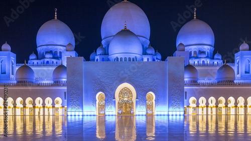 Tableau sur Toile Sheikh Zayed Grand Mosque illuminated at night timelapse, Abu Dhabi, UAE