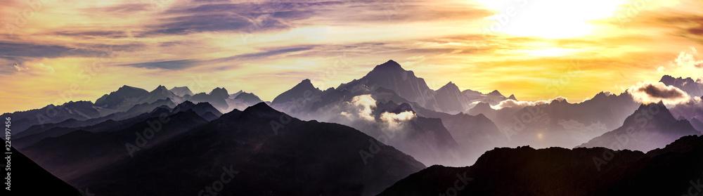 Fototapeta Schweizer Berge bei Sonnenuntergang