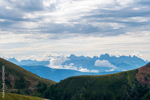 Foto  Highlands panoramic view over mountains, South Tyrol.