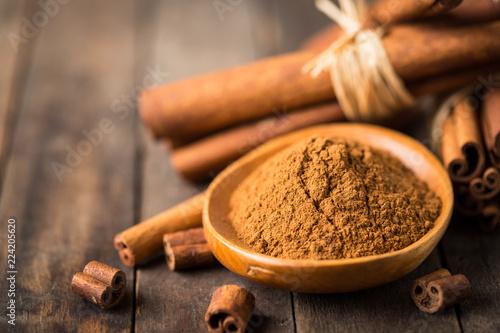 Fotobehang Aromatische Fresh cinnamon sticks and powder