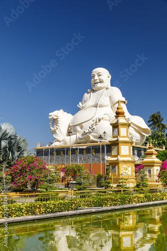 Tuinposter Boeddha Large white Buddha statue at Buddha temple property in My Tho, Vietnam