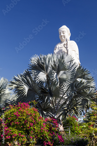 Tuinposter Boeddha Large white Buddha statue at Buddha temple property in My Tho, Vietnam