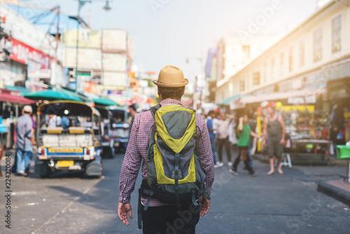 Deurstickers New York City Traveling man walking in Khaosan Road walking street at Bangkok