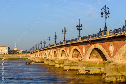Foto op Plexiglas Brug Saint Pierre bridge at Bordeaux, France