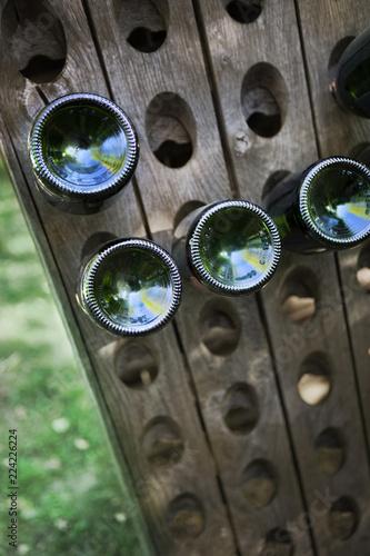 Fotografía  Wooden bottle dryer in a French winery