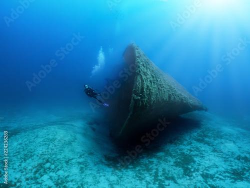 Gesunkenes Schiffswrack mit Scuba Taucher in der Ägäis, Griechenland