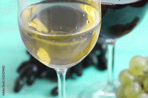 Foto op Plexiglas Alcohol glass of wine, grapes on a blue background
