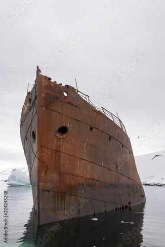Foto op Canvas Schipbreuk Old rusty wreck in Antarctica