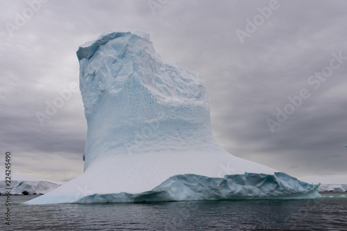 obraz PCV Iceberg in Antarctic sea