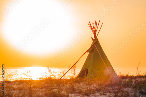 Valokuvatapetti Wigwam on a sandy seashore
