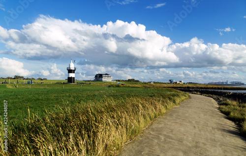 Weg zum Leuchtturm in Wremen an der Wurster Nordseeküste, Sehenswürdigkeit in No Fototapete