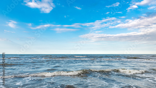 Staande foto Zee / Oceaan Coast, cloudy weather, waves on the sea
