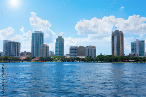 Fényképezés Saint Petersburg, Florida, buildings cityscape along the blue water shoreline of Tampa Bay on a beautiful sunny afternoon