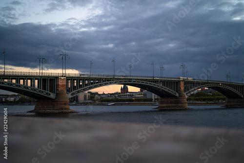 Poster Artistiek mon. Theodor-Heuss-Brücke am Rhein zwischen Mainz/Wiesbaden