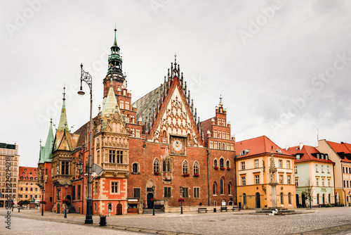 Fotografia  Morning scene on Wroclaw Market Square with Town Hall