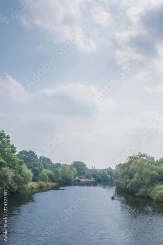 Fluss in stimmungsvoller Atmosphäre