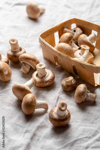 Carta da parati Fresh brown mushrooms in wooden box