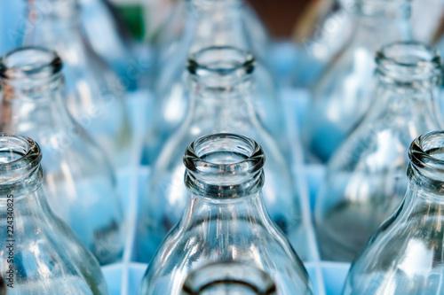 Foto  Empty bottles glass in Row.
