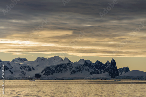 In de dag Antarctica Landscape in Antarctica at sunset