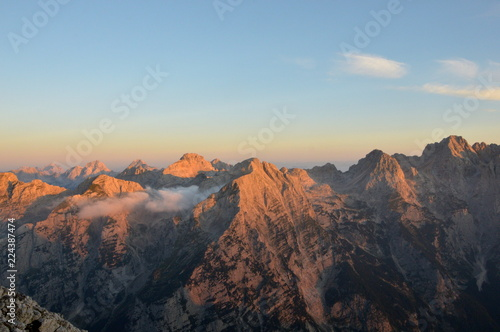 Deurstickers Landschappen Scarlet Mountains in the early morning light