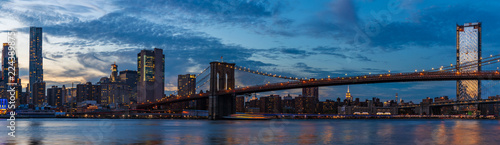 Spoed Foto op Canvas Brooklyn Bridge View to Manhattan Skyline form Brooklyn Bridge Park