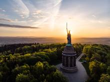 Hermannsdenkmal Bei Sonnenaufgang, Luftaufnahme, Detmold, Deutschland