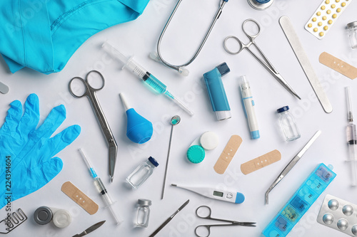 Fotografía  Many different medical objects on light background, flat lay