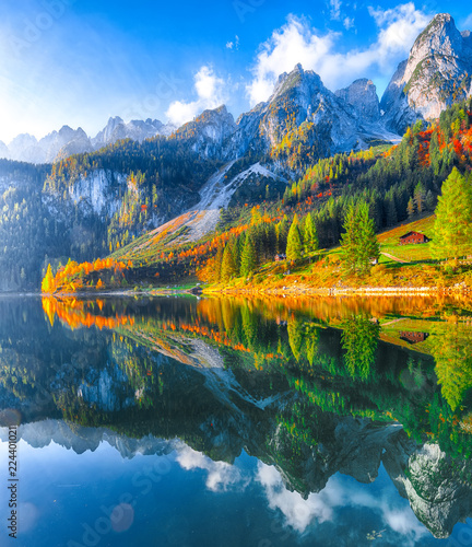 Fotobehang Bergen autumn scenery with Dachstein mountain summit reflecting in crystal clear Gosausee mountain lake