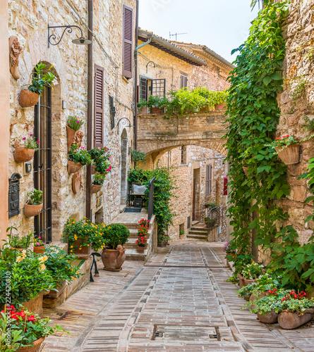Sceniczny widok w Spello, kwiecistej i malowniczej wiosce w Umbria, prowincja Perugia, Włochy.