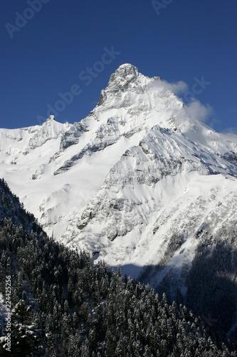 Foto op Aluminium Nachtblauw Mountain winter landscape.
