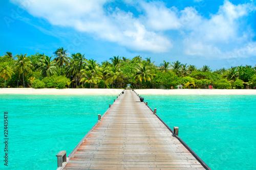Obraz Overwater bridge in the Indian Ocean - fototapety do salonu