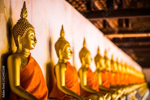 Fotografia  The Golden Buddha is lined up at Wat Phutthaisawan, Phra Nakhon Si Ayutthaya, the worship of Buddhism in Thailand, the great archaeological site of Thailand,Is a Buddhist mind sticker