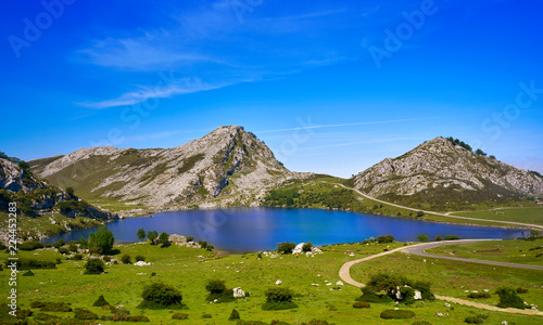 Fotografía  Enol lake at Picos de Europa in Asturias Spain