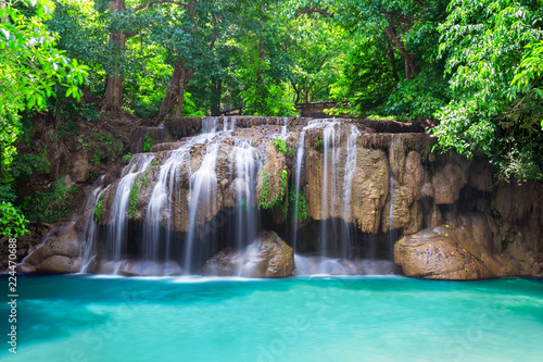 Fotobehang Grijze traf. Deep rain forest jungle waterfall