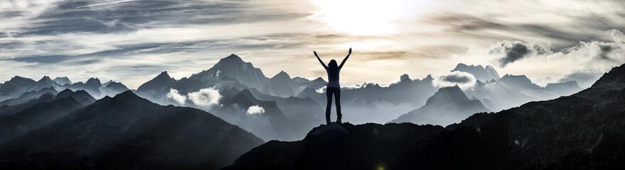 Bergsteigerin am Gipfel