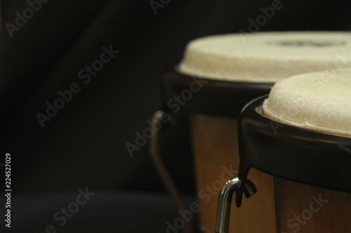 pair of bongos from the right side against a dark background and a dimmer exposu Slika na platnu