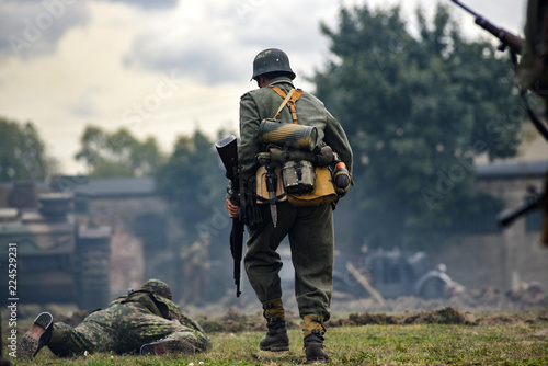 Fotografia Historical reenactment of soldiers during the Second World War, view from the ba