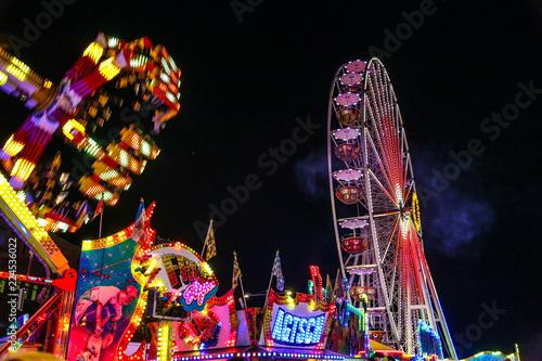 Zdjęcie XXL Tereny targowe w nocy