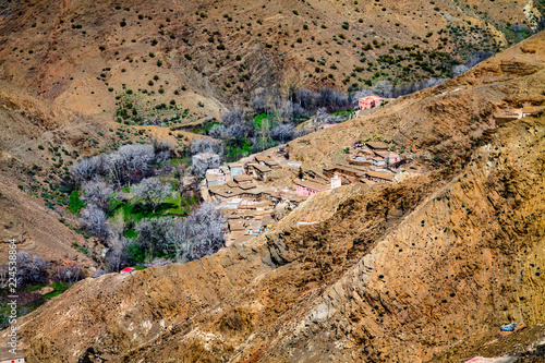 Staande foto Afrika A small settlement in the Atlas Mountains. The mountain range is covered with bright green vegetation. Africa Morocco