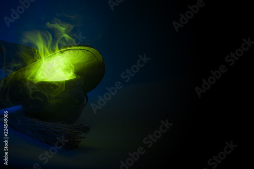 Photo  Happy halloween, alchemy and magic spell potion concept with a pot or calderon b
