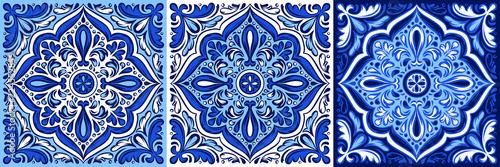 Fotografia  Italian ceramic tile pattern. Ethnic folk ornament.