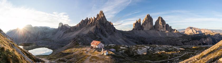 Sonnenaufgang an der Dreizinnenhütte